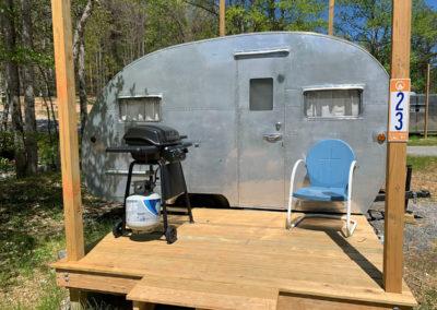 Vintage-1951-Boles-Aero-Camper-Rental-Millie
