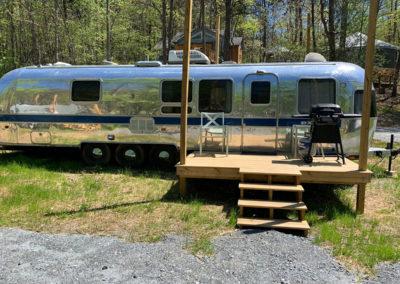 Vintage-Camper-Rentals-at-Emberglow-Outdoor-Resort